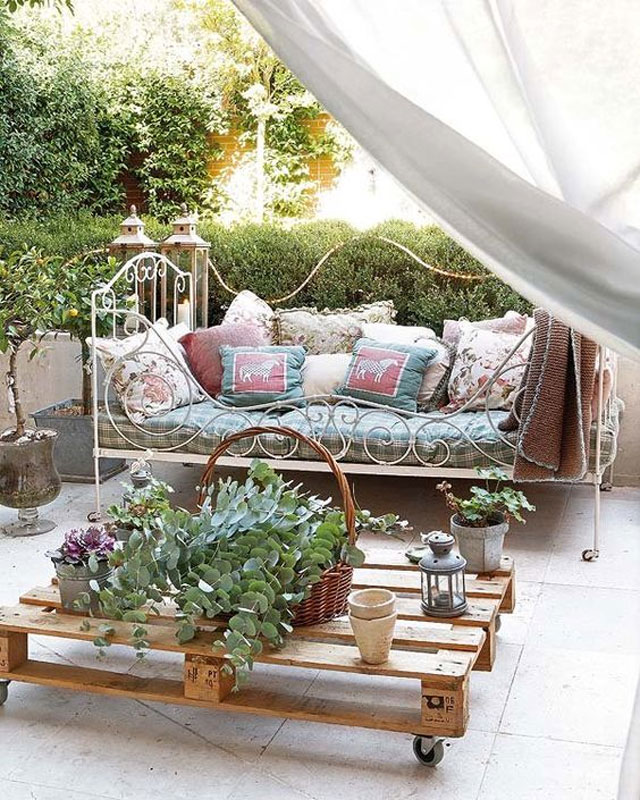 Una cama en el jardín…
